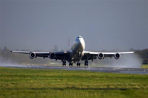 Virgin-atlantic-boeing-747-departure.jpg.500x400